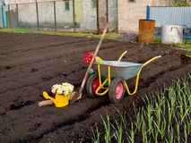 Attrezzi nel giardino un giorno di molla Immagini Stock Libere da Diritti