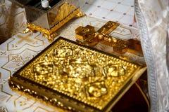 Attribut av den ortodoxa kyrkan för ryss med korset royaltyfri fotografi