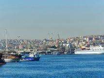 Attribut av hamnstaden arkivbild