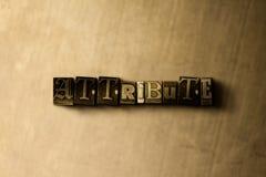 ATTRIBUT - Nahaufnahme des grungy Weinlese gesetzten Wortes auf Metallhintergrund Stockbilder