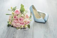 attributi alla moda di nozze della sposa bride& classico x27; mazzo di s immagini stock libere da diritti