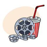 Attributi del cinema, bobina di film e selz in tazza di carta royalty illustrazione gratis