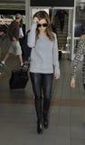 Attrice Ashley Tisdale all'aeroporto di LASSISMO fotografia stock libera da diritti