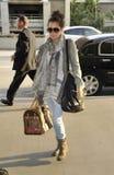 Attrice/cantante Ashley Tisdale all'aeroporto di LASSISMO, CA immagine stock