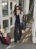 Attrice crepuscolare Ashley Greene all'aeroporto di LASSISMO fotografie stock