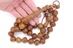 Attuale di legno fatto a mano molto grande delle perle di preghiera isolato su bianco fotografie stock