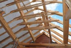 Attycka budowa Dekarstwo Attycka budowa Salowa Drewniana Dachowa Ramowego domu budowa Zdjęcia Stock