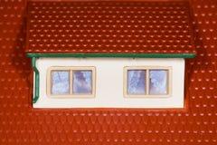 attyka domowi klingerytu dachu zabawki dwa okno Fotografia Royalty Free