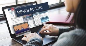 A atualização tende o conceito do flash noticioso do relatório Imagens de Stock Royalty Free