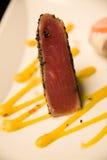 Atum Seared de Ahi com as sementes de sésamo enegrecidas Imagem de Stock Royalty Free