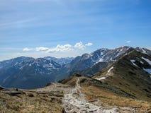 Aturdiendo el paisaje de las montañas de Tatra, la parte de la cadena de montaña cárpata en Europa Oriental, entre Eslovaquia y P fotos de archivo libres de regalías