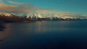 Aturdiendo la puesta del sol de Seward Alaska durante la bajamar almacen de metraje de vídeo