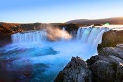 Aturdindo a cachoeira de Godafoss em Islândia do norte fotografia de stock
