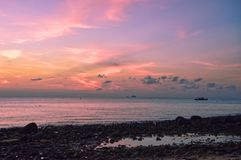 Aturdindo o por do sol em Pulau Tioman, Malásia foto de stock