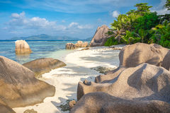 Aturdindo a praia de Seychelles imagem de stock royalty free