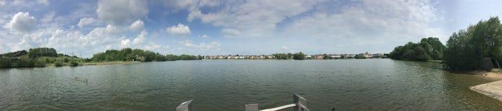 Aturdindo a vista do lago fotografia de stock