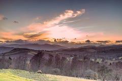 Aturdir la ladera escocesa de Firey en Crieff en la puesta del sol sobre Ben C Imágenes de archivo libres de regalías
