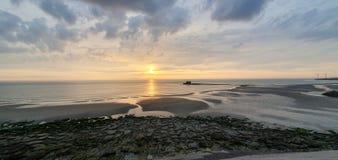 Aturdir la puesta del sol de Francia imagenes de archivo