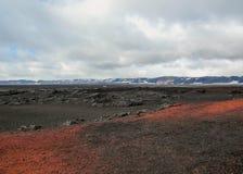 Aturdir paisaje con la tierra roja y negra cerca de Askja, montañas de Islandia, Europa imágenes de archivo libres de regalías