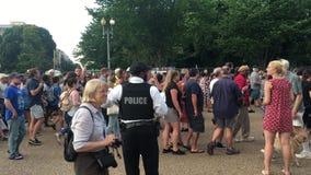 atutów protestujący Marcowi i skandowanie Na zewnątrz Białego domu zdjęcie wideo