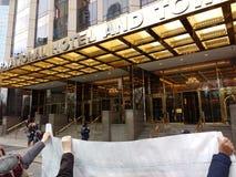 Atutowy Międzynarodowy hotel & wierza, kobiety ` s Marzec, central park Zachodni, NYC, NY, usa Zdjęcie Royalty Free