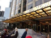 Atutowy Międzynarodowy hotel & wierza, kobiety ` s Marzec, central park Zachodni, NYC, NY, usa Obraz Royalty Free