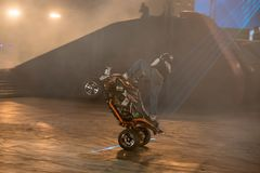 ATV in der Disziplin Stuntriding lizenzfreies stockbild