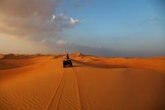 ATV Fahrt in der Wüste Lizenzfreie Stockfotografie