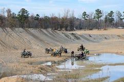 ATV i groparna på den Busco stranden. Royaltyfri Bild