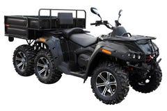 ATV moderno con un remolque para el transporte de mercanc?as est? en el sitio para la inspecci?n imagenes de archivo