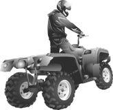 ATV Reiter nicht für den Straßenverkehr, der herein zum Sonnenuntergang springt Lizenzfreie Stockbilder