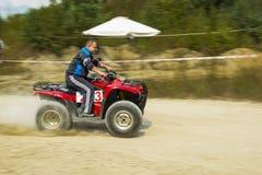 ATV surmonte la voie Photos stock