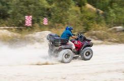 ATV surmonte la voie Image stock
