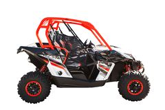 ATV-vierlingfiets of auto met fouten die op witte achtergrond met het knippen van weg wordt geïsoleerd stock foto