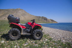 ATVs en el fondo de la orilla Fotos de archivo