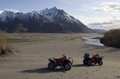 ATVs en el lavado de Alaska del glaciar Imágenes de archivo libres de regalías