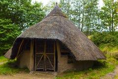 Außenansicht der Eisenzeitalterhütte auf Insel von Arran, Schottland Lizenzfreies Stockfoto