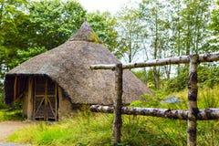 Außenansicht der Eisenzeitalterhütte auf Insel von Arran, Schottland Lizenzfreie Stockfotografie