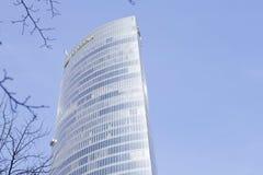 Außenansicht des Iberdrola-Turms an einem sonnigen Tag Lizenzfreie Stockbilder