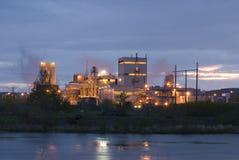 Außenansicht des Industriegebäudes und der Anlage stockfotografie