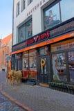 Außenansicht eines Restaurants verziert für Weihnachten Lizenzfreie Stockfotos