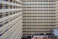 Au?enansicht-Musterfenster des Hotels f?r Hintergrund stockbild