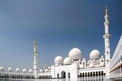 Außenansicht zu Sheikh Zayed Mosque, Abu Dhabi, UAE Lizenzfreies Stockfoto