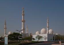 Außenansicht zu Sheikh Zayed Mosque, Abu Dhabi, UAE Lizenzfreies Stockbild