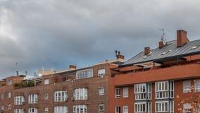 Außenaufnahme klassischen modernen Gebäude timelapse stock video