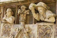 Außendetail der mittelalterlichen Gebäudeeingangsdekoration in Regensburg, Deutschland Lizenzfreies Stockbild