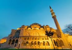 AußenNachtaufnahme des niedrigen Winkels von Suleymaniye-Moschee, eine Osmanekaisermoschee gelegen in Istanbul, die Türkei Lizenzfreies Stockbild