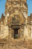 Außensonderkommando des Prang Sam Yot, ursprünglich ein hindischer Schrein, umgewandelt bis ein buddhistisches in Lopburi, Thaila stockfoto