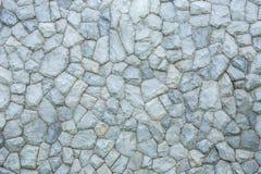 Außensteinwand dekorativ im Garten stockfotografie