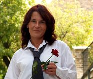 Außerordentliche gekleidete reizend Frau Stockbild